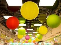 Globos coloridos Profundidad baja del fondo del foco foto de archivo