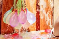 Globos de agua coloridos de relleno Imágenes de archivo libres de regalías
