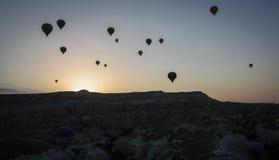 Globos del aire caliente de Turquía en la salida del sol Fotos de archivo libres de regalías