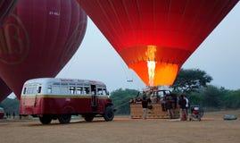 Globos del aire caliente en Bagan, Myanmar Fotografía de archivo
