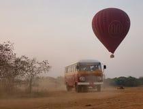 Globos del aire caliente en Bagan, Myanmar Foto de archivo