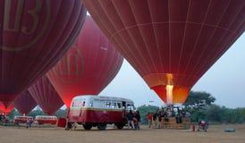 Globos del aire caliente en Bagan, Myanmar Fotos de archivo