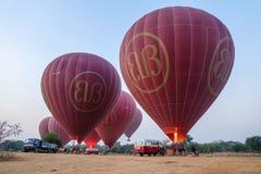 Globos del aire caliente en Bagan, Myanmar Foto de archivo libre de regalías