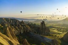 Globos del aire caliente en Cappadocia, mayo de 2017 Imagen de archivo libre de regalías