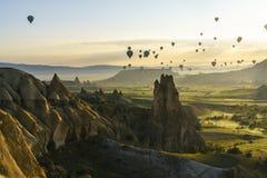Globos del aire caliente en Cappadocia, mayo de 2017 Fotos de archivo