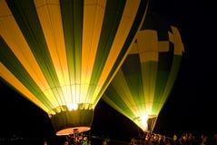 Globos del aire caliente en la noche Fotos de archivo libres de regalías