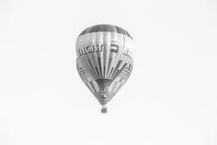 Globos del aire caliente en negro foto de archivo libre de regalías