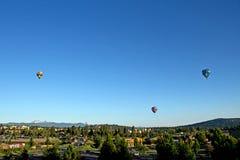 Globos del aire caliente sobre la curva Oregon Imagen de archivo libre de regalías