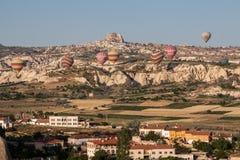 Globos en Cappadocia Fotos de archivo libres de regalías