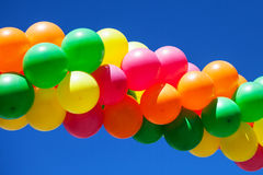 Globos en el cielo azul Fotos de archivo libres de regalías