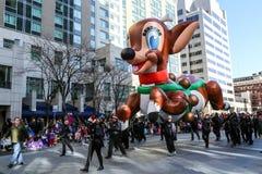 Globos en el desfile del día de fiesta Imagenes de archivo