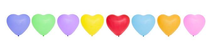 Globos en forma de corazón coloridos en fila Fotografía de archivo