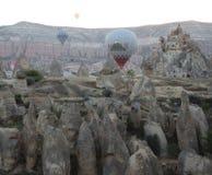 Globos en Goreme Turquía Foto de archivo libre de regalías