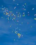 Globos en un cielo azul Imagen de archivo libre de regalías