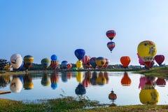 Globos, globos en el cielo, festival del globo, fiesta internacional 2017, Chiang Rai, Tailandia del globo de Singhapark Imágenes de archivo libres de regalías