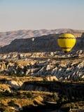 Globos hermosos en Cappadocia, Turquía Imagen de archivo libre de regalías