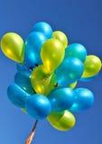 Globos metálicos azules y amarillos Imagenes de archivo
