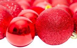 Globos rojos del hockey shinny de la Navidad, ornamentos del árbol de navidad Fotografía de archivo