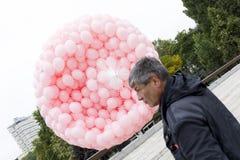 Globos rosados contra cáncer de pecho Fotografía de archivo libre de regalías