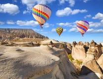 Globos sobre Cappadocia fotografía de archivo libre de regalías