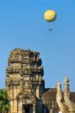 Globos sobre el wat de Angkor, Camboya. fotografía de archivo
