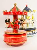 Glockenspiel des Karussells zwei Pferde stockbilder
