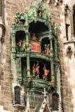 Glockenspiel Neue Rathaus, Monachium Niemcy - obrazy stock