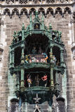 Glockenspiel på Marienplatz, Munich, 2015 Arkivbilder