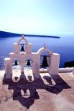 Glockenturm über dem Meer lizenzfreie stockbilder