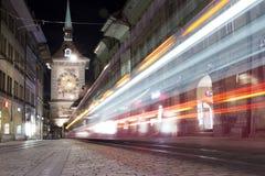Glockenturm auf einer Tramstraße von Berna Stockfotos