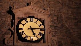 Glockenturm belichtet am Abend stock video footage