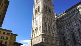Glockenturm der Kathedrale der Heiliger Maria von den Blumen stock footage