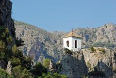 Glockenturm am Guadalest-horizontalen auf lagerfoto Stockbilder