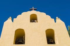 Glockenturm mit Kreuz auf die Oberseite an einem Kalifornien-Auftrag Stockfotografie