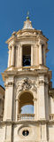 Glockenturm nahe dem Forum in Rom Stockbilder