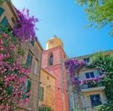 Glockenturm in St Tropez stockfotografie