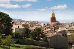 Glockenturm in Str. Tropez lizenzfreie stockbilder