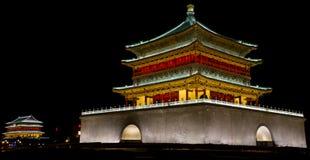 Glockenturm-Trommel-Turmnachtszenenbilder Xi'ans Lizenzfreie Stockfotos