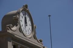 Glockenturm um zwölf Uhr stockbild
