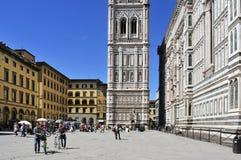 Glockenturm- und Basilikadi Santa Maria del Fiore Giottos in flore Stockfoto