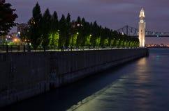 Glockenturm und Brücke Jacques-Cartier Stockbilder
