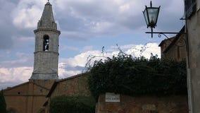 Glockenturm und die Wolken im Himmel stock video footage