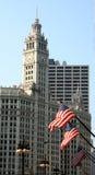 Glockenturm und Markierungsfahnen lizenzfreie stockfotografie