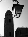 Glockenturm und Straßenlaterne Stockbilder