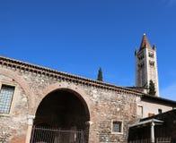 Glockenturm von San Zeno Basilica in Verona in Italien Lizenzfreies Stockbild