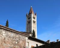 Glockenturm von San Zeno Basilica in Verona in Nord-Italien Lizenzfreie Stockfotos
