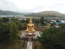 Glod buddha, det störst i världen på Nakhon Ratchasima, Thailand royaltyfri foto
