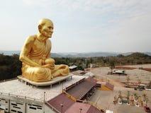 Glod buddha, det störst i världen på Nakhon Ratchasima, Thailand royaltyfri fotografi
