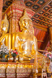 Glod buddha statyPhumin tempel, Nan landskap, Thailand royaltyfria foton