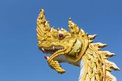 Glodenkoning van Nagas-Standbeeld Stock Foto's